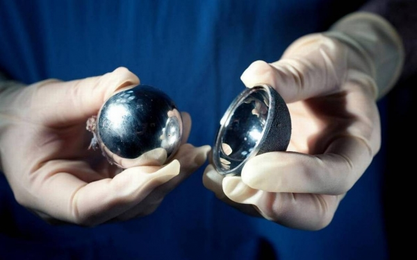 Faulty hip implants: sixty percent face replacement surgery.